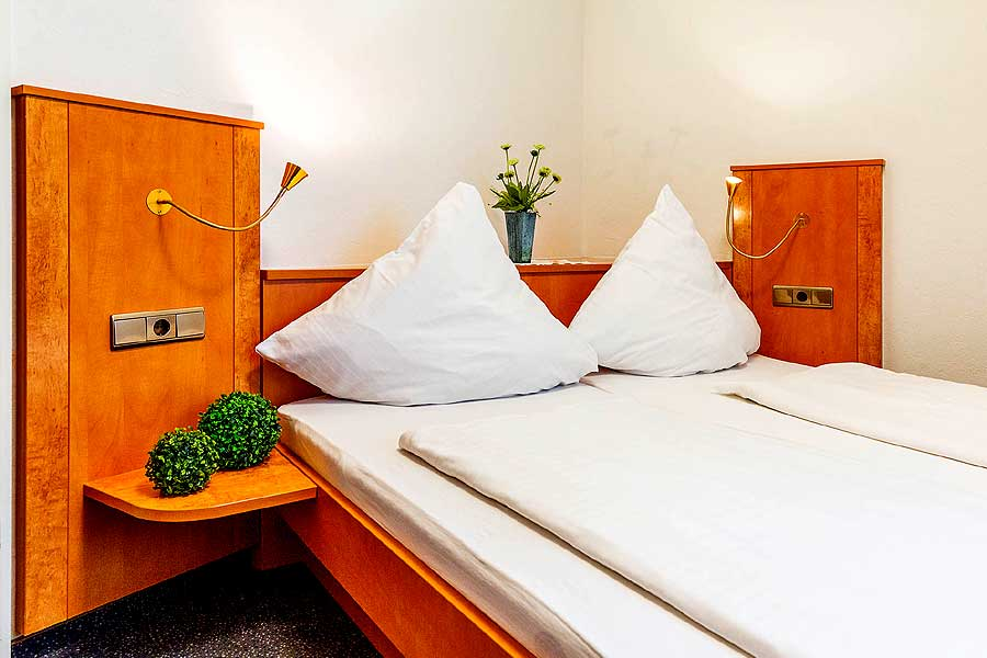 Zimmer-Doppelbett