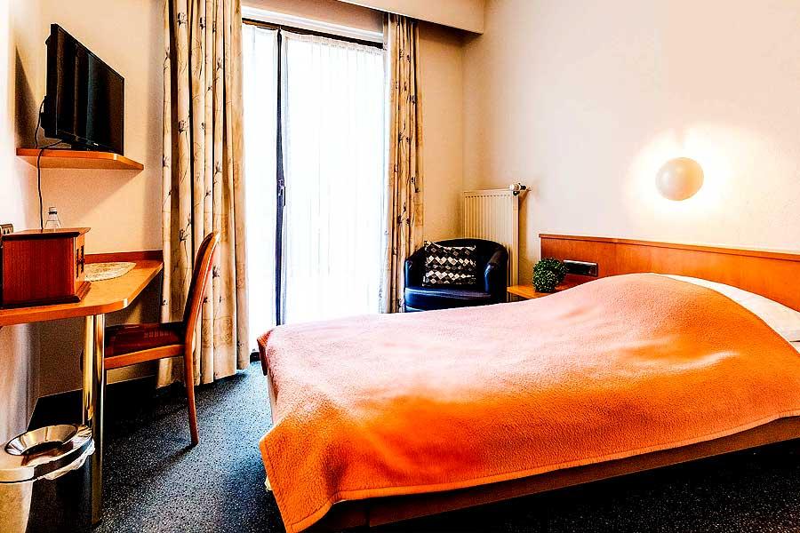 Zimmer-Einzelbett-2