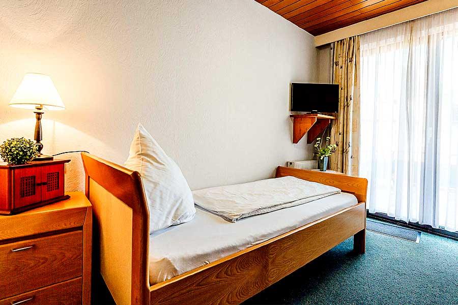 Zimmer-Einzelbett